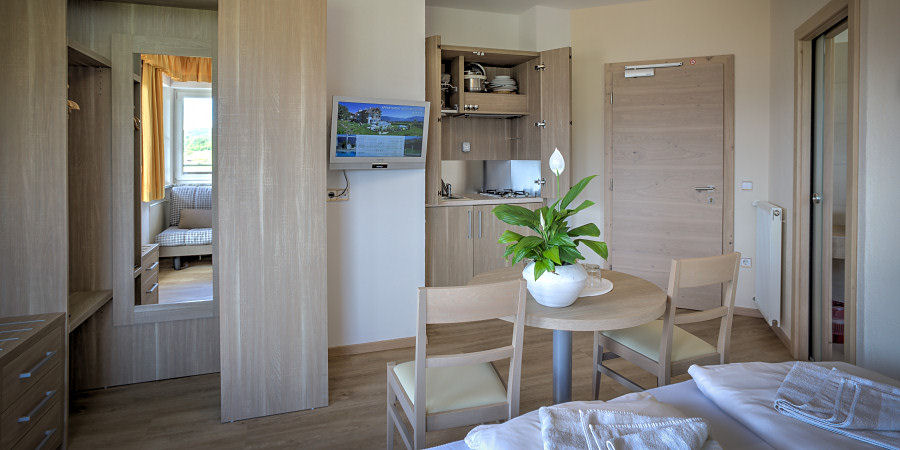 Example of a double room (35 m²) with balcony and breakfast buffet type D2
