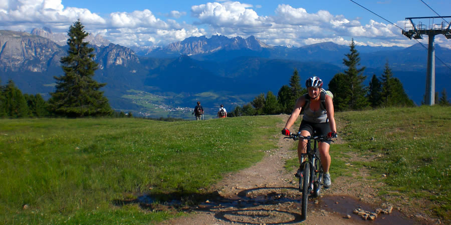 Enjoy the alpine hills with your mountainbike