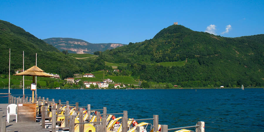 The lakes of Monitggl and Kaltern/Caldaro offer swimming possibilities amongst nature